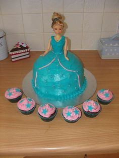 Doll cake and cupcakes