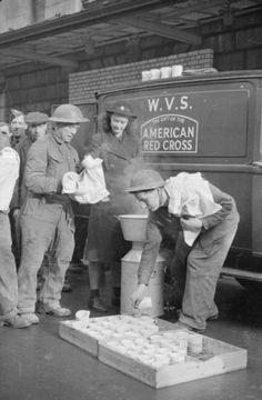 After tea, a group of Royal Engineers help Patience 'Boo' Brand with the washing up, by drying the mugs and stacking them back in their trays. This photograph was taken somewhere in London in Women In History, British History, Historical Fiction, Historical Photos, Canadian Soldiers, Fools And Horses, Home Guard, Royal Engineers, British Home
