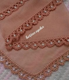 Afghans Crochet - Bufanda a en puntoThis post was discovered by Lâ Crochet Border Patterns, Crochet Lace Edging, Crochet Trim, Baby Knitting Patterns, Filet Crochet, Crochet Wool, Crochet Chart, Mode Crochet, Crochet Shell Stitch