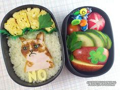 Grumpy Cat Bento: Kitty with chicken ham and string cheese. Grumpy Cat Cakes, Cute Food, Good Food, Japanese Food Art, Chicken Ham, Bento Box, I Foods, Lunch, Dishes