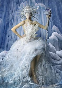 Queen of ice and snow / karen cox. - Xmas Ice Queen by DDiArte Snow Fairy, Winter Fairy, Snow And Ice, Fire And Ice, Halloween Kostüm, Halloween Costumes, Fairy Costumes, Ice Queen Makeup, Snow Queen Costume