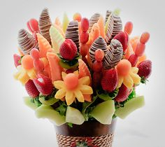 FRUIT FLOWER BASKET Fruit arrangement- chocolate covered fruit in addition to the strawberry roses I just learned… Edible Fruit Arrangements, Edible Bouquets, Fruit Flower Basket, Fruit Flowers, Fruit Decorations, Food Decoration, Fruit Creations, Vegan Party Food, Food Carving