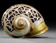 A large mother-of-pearl powder horn India 17th-18th century