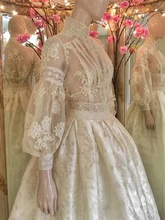 Edwardian lace wedding dress with a high neck blouse and silk skirtJoanne Flemin… Edwardianisches Brautkleid aus Spitze mit hoher Bluse und SeidenrockJoanne Fleming Design Lace Wedding Dress, Princess Wedding Dresses, Bridal Dresses, Wedding Gowns, Lace Dress, Blouse Dress, Ivory Wedding, Bridesmaid Dresses, Event Dresses