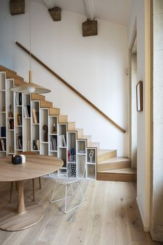Bookcase Stairs, Loft Stairs, House Stairs, Loft Apartment Decorating, Apartment Layout, Apartment Interior Design, Home Library Design, House Design, A Frame House Plans