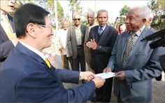 Man Hee Lee, chairman of Shinchonji visited Ethiopian veterans of the Korean War to disburse compensation funds on 3 December 2012. (the 3rd east to west)
