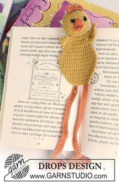 "Crochet DROPS chicken book mark in ""Alpaca"" for the Easter detective novel."