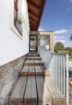 Venkovská idyla u Blaníku Back Door Entrance, Back Doors, Arches, Front Porch, Portal, Home Accessories, Pergola, Stairs, Exterior