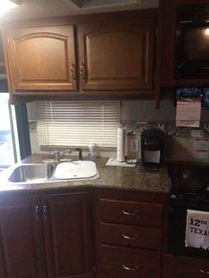 """2009 Used Fleetwood Fiesta 34N Class A in Texas TX.Recreational Vehicle, rv, 2009 Fleetwood Fiesta 34N, Fleetwood Fiesta LX 34N. Full body paint and looks brand new. Bunk beds with drop down tv's in each. Each bunk tv has its own head phones and DVD player. Bunks have privacy curtain. Onan Marquis Gold 5500 generator that runs great. 22.5"""" tires with Alcoa wheels. Tires are in great condition. Winegard In Motion Satellite. Shower and bath tub. Tilt steering. Power and heated mirrors. Plenty…"""