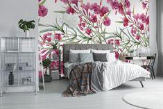 Sypialnia z dominującą tapetą w różowe kwiaty #sypialnia #tapeta #kwiaty #liscie #natura #przyroda #wnetrze #rozowy #rozowekwiaty #bedroom #wallpaper #flowers #leaves #nature #interior #pink #pinkflowers