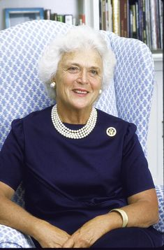 Barbara Pierce Bush, Barbara Bush, American First Ladies, American Girl, American History, George Bush Family, First Lady Portraits, Presidents Wives, Betty Ford