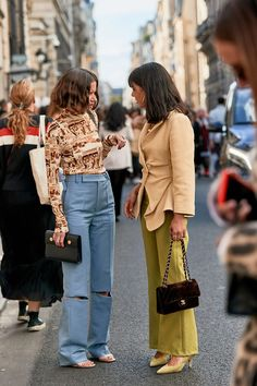 Epic Outfits We Bookmarked From Paris Fashion Week Paris Fashion Week Street Style October 2018 Simple Street Style, Street Style Trends, Spring Street Style, Street Style Looks, Spring Style, Chanel Street Style, Street Chic, Street Wear, 70s Fashion