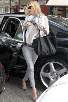 This outfit is casual yet polished. While I'd not wear those pumps, they work. The only thing I wish were different is the bag. It's too bland for the nuanced ensemble.