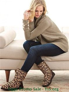 These UGG outfits are so cute and versatile! Cyber Monday Ugg Boots #ugg #boots #cyberweek