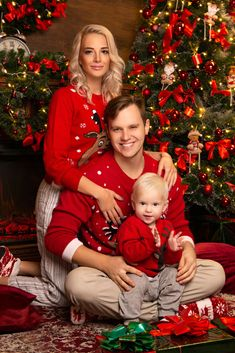 Christmas Portraits, Family Christmas Pictures, Xmas Family Photo Ideas, Christmas Photoshoot Ideas, Family Pictures, Family Portrait Poses, Family Posing, Family Family, Family Room