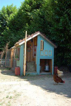 Ingela Wanerstrand's coop, Seattle, WA as seen on the Seattle Tilth chicken coop tour Chicken Coop Designs, Chicken Coops, Urban Chickens, Mini Farm, Hen House, Hobby Farms, Chickens Backyard, Farm Gardens, Chicken Home