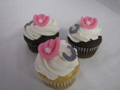 ohh cowgirl cupcakes :D at Cake Queens