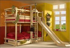 Miejsce do zabaw   Rodzice gotowi na dodatkowe wydatki, aby stworzyć pociechom prawdziwe królestwo, mogą pomyśleć o najbardziej kreatywnych piętrowych łóżkach, które sprawią, że każda wizyta kolegów i koleżanek będzie kończyć się w pościeli. Łóżko ze zjeżdżalnią, drabinką i lina do huśtania zapewni mnóstwo atrakcji i ruchu.    http://decoart24.pl/Fototapety-do-pokoju-chlopca  #fototapetydlachłopców #fototapetydladziewczynek #DecoArt24