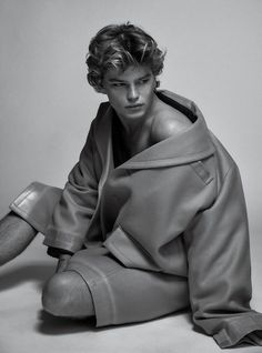 """Sean O'Pry, RJ Rogenski, Jules Horn and more top male models grace the pages of V Man 40 Magazine, starring in """"Outer Armor"""" a new editorial, lensed by fashion Erin Mommsen, Jordan Barrett, Top Male Models, Sean O'pry, Lucky Blue Smith, Cute Gay Couples, Cute Actors, Hot Hunks, Male Beauty"""