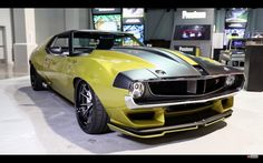 Killer body work, awesome interior and Whipple supercharged Hellcat motor, this thing rocks! Learn all about the Ring Brothers custom built 1972 AMC Javelin. Us Cars, Sport Cars, Supercars, Hot Rods, Amc Javelin, Srt Hellcat, Killer Body, 2017 Bmw, American Motors