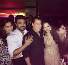 That smile! Salman is all cheerful as he poses with these lovely women!