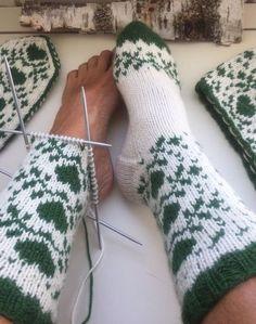 Crochet Woman, Knit Crochet, Cool Socks, Knitting Socks, Mittens, Christmas Stockings, Knitting Patterns, Handmade, Color