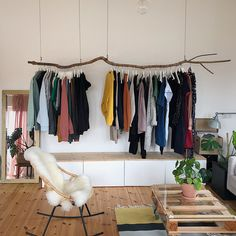 Kleiderschrank ideen We are blown away by the homemade clothes rail at @ We are blown aw Diy Clothes Hangers, Clothes Rod, Clothes Rack Bedroom, Hanging Clothes Racks, Creative Closets, Creative Home, Boutique Interior, Boutique Decor, Home Decor Colors