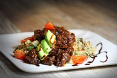 Tomaten-Rucola-Bulgur-Salat mit Seitan | Veganitäten Seitan, Veggies, Beef, Food, Tomatoes, Bulgur, Easy Meals, Food Food, Meat
