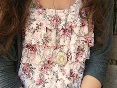 Ruffled printed shirt under a solid cardigan. Sweet and feminine. looks something like that ruffle shell you gave me Alie Floral Tops, Floral Prints, Floral Lace, Floral Blouse, Vintage Floral, Floral Cardigan, Look Boho, Looks Vintage, Mode Outfits