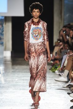Stella Jean Spring 2020 Ready-to-Wear Fashion Show Collection: See the complete Stella Jean Spring 2020 Ready-to-Wear collection. Look 26 Catwalk Fashion, Vogue Fashion, Fashion 2020, Fashion Trends, Fashion Styles, Fashion Inspiration, African Print Dresses, African Dress, African Style