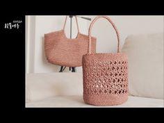 [crochet] 하루에 완성해요 토드버킷백st 원통네트백 - YouTube Crochet Pouf Pattern, Loom Crochet, Crochet Clutch, Crochet Handbags, Loom Knitting, Crochet Bag Tutorials, Crochet For Beginners, Crochet Christmas Gifts, Net Bag