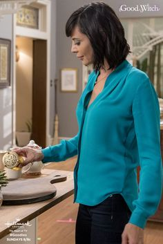 """Cassie (Catherine Bell) and Grace are welcoming new guests to Grey House and Middleton on Sunday April The magic of """"Good Witch,"""" Season 4 premieres only on Hallmark Channel! The Good Witch Series, Witch Tv Series, Witch Fashion, Autumn Fashion, Cathrine Bell, Lisa Bell, Tv Show Casting, Witch Outfit, Cassie"""