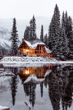 """winter-queen-blr: """"finefools: """"Emerald Lake, Canada by Ian Keefe """" Stay Cozy for the cold days and nights to come! Ideas De Cabina, Beautiful Homes, Beautiful Places, Winter Cabin, Winter Snow, Cozy Cabin, Winter House, Emerald Lake, Winter Scenery"""
