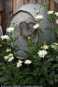 garten landhaus Whatever I find interesting, and makes me feel good all over. Rustic Gardens, Outdoor Gardens, Yard Art, Daisy Love, Deco Floral, Dream Garden, Garden Tub, Ikebana, Garden Projects