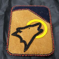 Mens moosehide debit card holder with wold and moon design Indian Beadwork, Native Beadwork, Native American Beadwork, Seed Bead Patterns, Beading Patterns, Beaded Purses, Beaded Jewelry, Bead Sewing, Indian Crafts