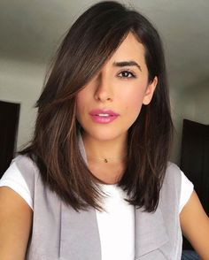 Want to try side bangs with your long bob haircut? Look at your best with these stunning long bob cut & side bangs hairstyle combos. Hairstyles For Fat Faces, Long Bob Hairstyles, Pretty Hairstyles, Hairstyles 2018, Lob Hairstyle, Trendy Haircuts, Hairstyle Ideas, Celebrity Hairstyles, 2017 Hair Trends Haircuts