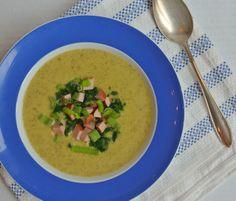 Ungeheuersuppe: Zucchini mit Wasabi von Kathrin http://www.pinterest.com/happyhomeliving/ Zutaten: Kartoffeln, Zucchini, Sellerie, Frühlingszwiebeln, Gemüsebrühe, Schmand, Pfeffer , Wasabipaste für Eltern (oder Schärfe liebende Kids) Als Topping: kleingeschnittene Würstchen, das Grüne der Frühlingszwiebeln, Petersilie, Schnittlauch oder andere Kräuter, Krabben Speckwürfel, Röstzwiebeln #gutelaunevitamix