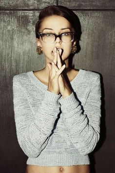 New glasses hipster girl sweaters ideas Looks Chic, Looks Style, Style Me, Sweet Style, New Glasses, Girls With Glasses, Girl Glasses, Glasses Style, Fashion Beauty