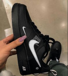 I wantttt 😍😍 Like what you see? Follow @Ms.©urry ✨✨ for more! Sneakers Fashion, Fashion Shoes, Shoes Sneakers, Tenis Nike Casual, Nike Air Shoes, Aesthetic Shoes, Fresh Shoes, Hype Shoes, Custom Shoes