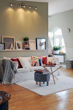Hoy te enseñamos cómo usar los estantes para cuadros en la decoración de nuestro hogar.