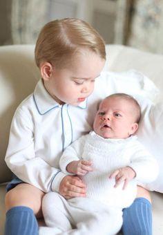 Cazuza: Princesa Charlotte aparece no colo do irmão George...