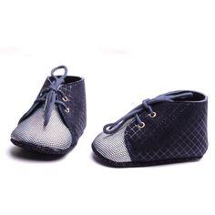 Chaussure nouveau-né chaussons bébé cuir souple création fait à la main petite production artisanale made in France. de la boutique ByModeFrance sur Etsy