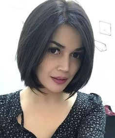Eye catching Chin Length Bob Hairstyles for Girls. Eye catching Chin Length Bob Hairstyles f Thin Straight Hair, Bobs For Thin Hair, Short Hair With Bangs, Short Hair Cuts, Short Hair Styles, Chin Length Hair Styles For Women, Wavy Bob Hairstyles, Short Bob Haircuts, Braided Hairstyles