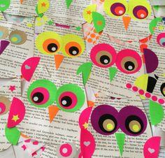 365 moodboards i 2014. Moodboard #55: Uglen er mit indre kreative legebarn. Ugleophæng lavet af gamle bøger og farverige dots. Smashup. Fotograf: Susanne Randers