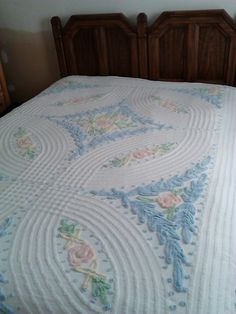 Vintage Chenille Bedspread cotton bedspread by colonialcrafts.  79