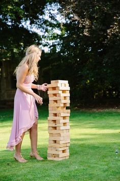 31 New ideas wedding guest summer lawn games Outdoor Wedding Games, Lawn Games Wedding, Wedding Games For Guests, Diy Your Wedding, Outdoor Games, Post Wedding, Trendy Wedding, Jenga Wedding, Outdoor Twister