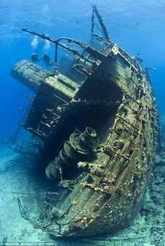 A pair of divers explore the long cargo ship Giannis D, one of the biggest wrecks to be found in the Red Sea. I would love to go scuba diving and see this Under The Water, Under The Sea, Deep Blue Sea, Red Sea, Top Photos, Abandoned Ships, Abandoned Places In The Uk, Abandoned Castles, Abandoned Mansions