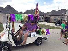 Don't forget to throw the beads! #HomeownersParade #BedicoCreek