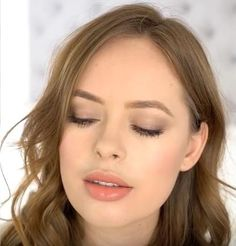 Tanya Burr Natural Smokey Eye and Nude Lip using only Revlon products - IN LOVE!