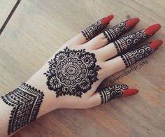 Round Mehndi Design, Indian Mehndi Designs, Mehndi Design Pictures, Wedding Mehndi Designs, Mehndi Images, Simple Mehndi Designs, Henna Designs, Henna Mehndi, Arabic Henna